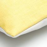 geel met grijs sierkussen